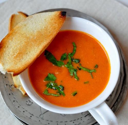 Rajčatová polévka s hovězím masem