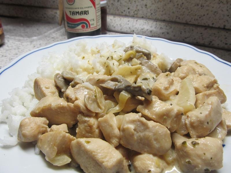 Kuřecí maso se žampiony a smetanou