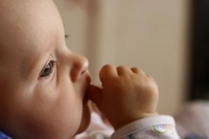 Cucání palců u dětí a jak mu zamezit