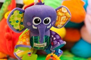 Kdy a jaké hračky svému dítěti pořídit?