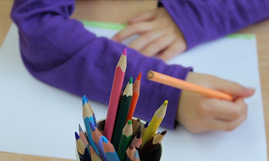 Jak zabavit dítě vdobě nečekaného a dlouhého volna?